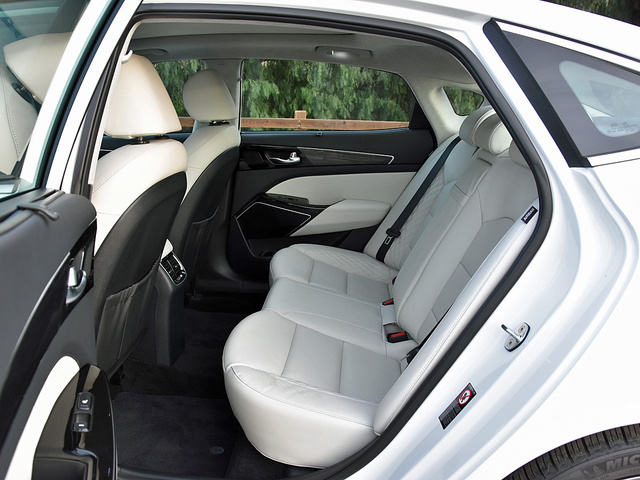 2017 Kia Cadenza Limited White Leather Rear Seat, gallery_worthy