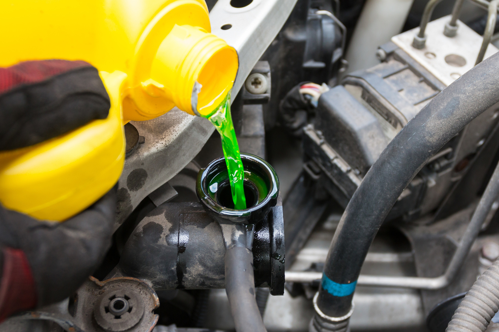 How To Check Antifreeze >> Cargurus How Do I Check My Car S Coolant Cargurus