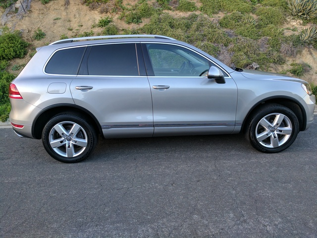 Picture of 2011 Volkswagen Touareg Hybrid AWD