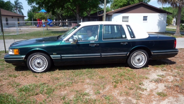 Picture of 1992 Lincoln Continental Signature FWD