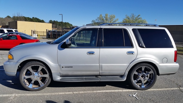 Picture of 2000 Lincoln Navigator Base