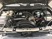 Picture of 2009 GMC Envoy Denali 4WD, engine